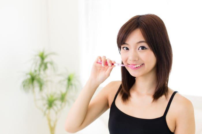 чистити зуби, коли голодуєте