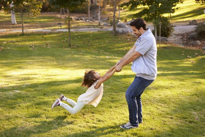 витягніть руку дитини